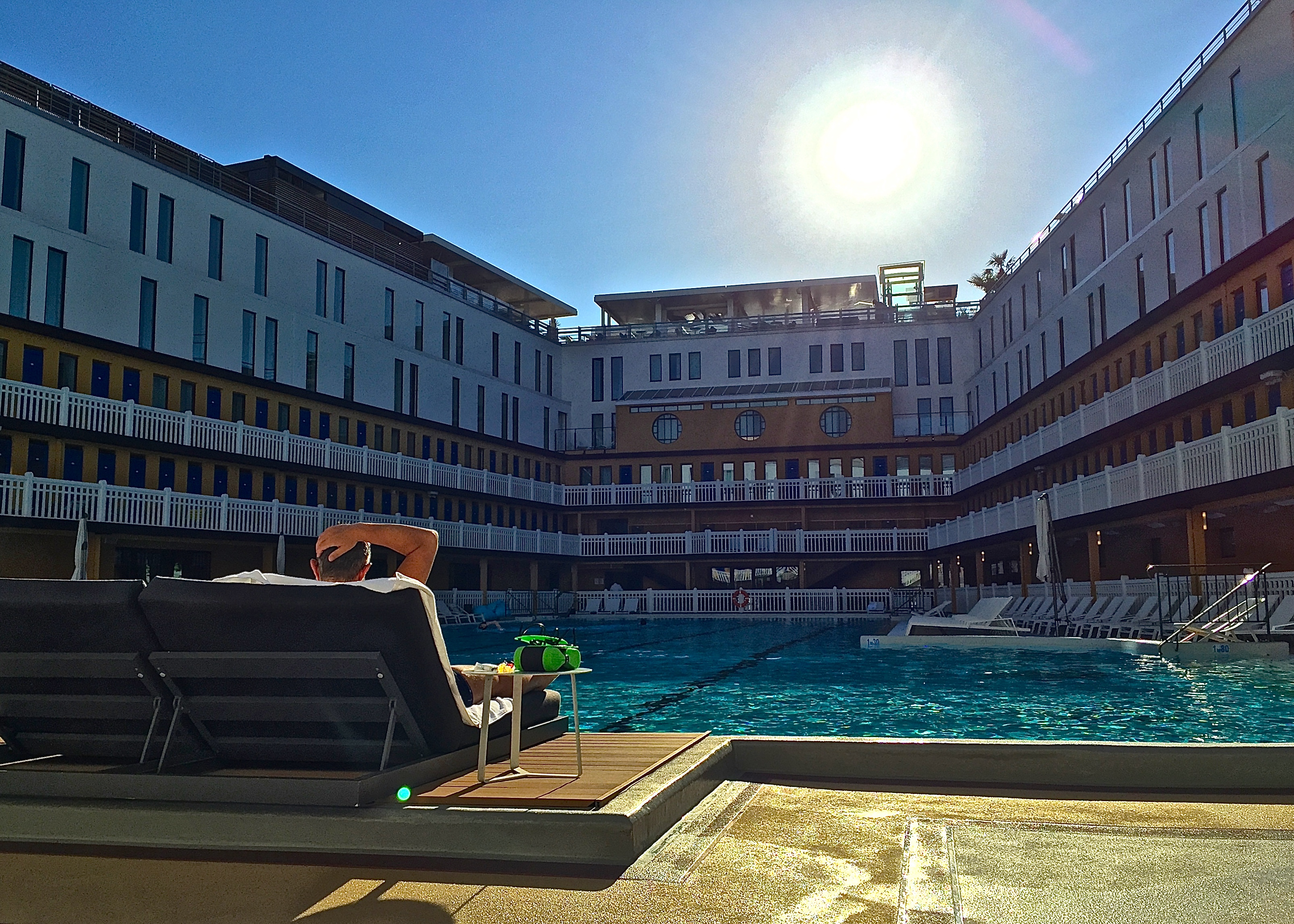 Summer specials at the piscine molitor for Piscine molitor